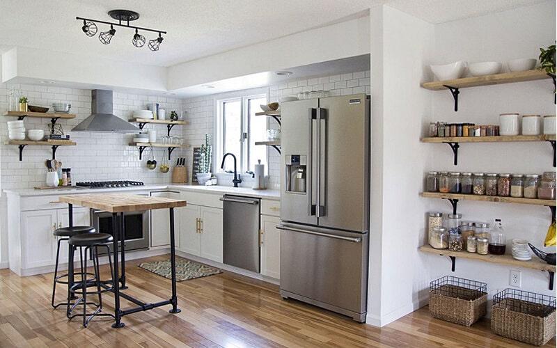 استفاده از شلف های دیواری در چیدمان آشپزخانه
